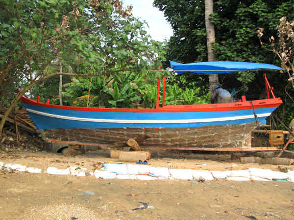 Long-shore Boat Near Ha Tien
